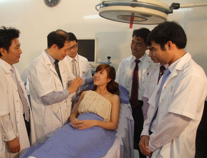 Đã tìm ra cách điều trị mụn thịt quanh mắt triệt để nhất 201599