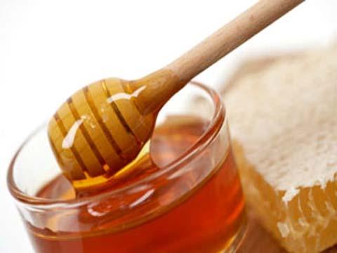 trị mụn thịt bằng mật ong 2