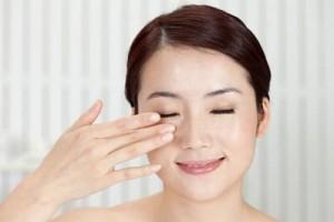 Trị mụn thịt quanh mắt bằng laser có để lại sẹo không?