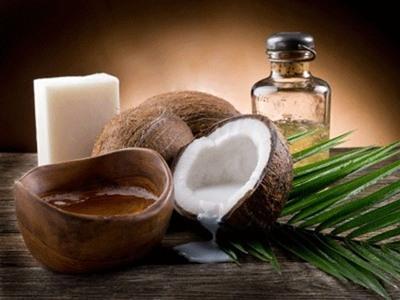 Mẹo vặt chữa mụn thịt quanh mắt đơn giản bằng dầu dừa